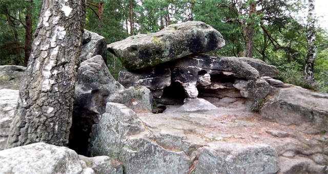 Felsen auf dem Gipfel des Kleinhennersdorfer Steins