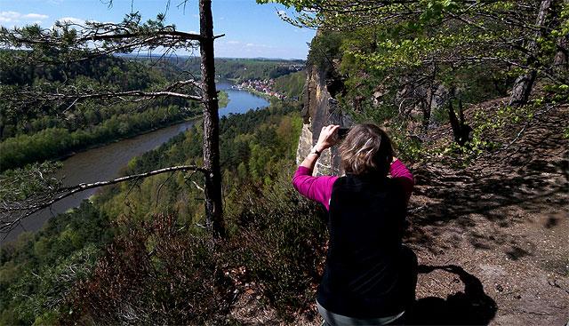 Spektakulärer Aussichtspunkt auf dem Bergpfad durch die Stillen Gründe
