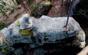 Katze auf dem Katzfels